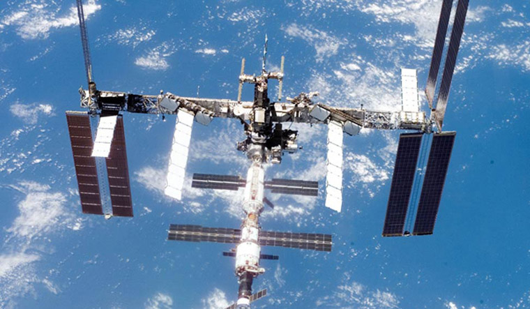 Three astronauts to blast off for space station on March 21