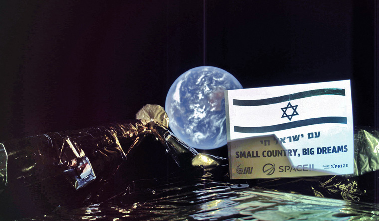 Israel's First Spacecraft to Moon Sends Selfie