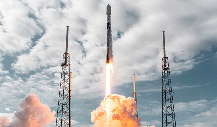 SpaceX sets the record for launching satellites simultaneously