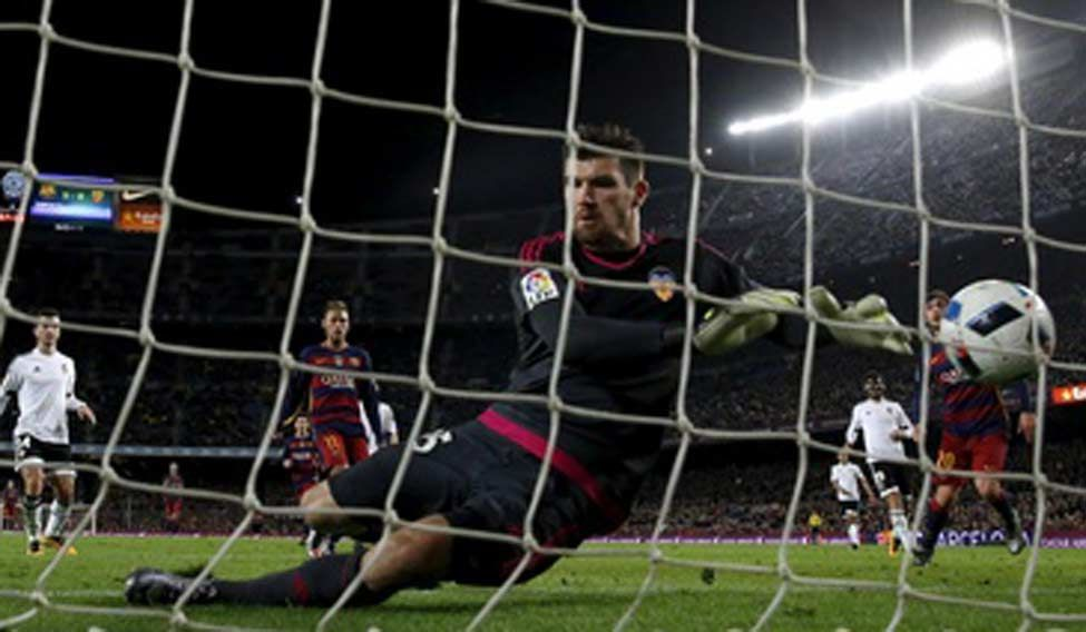 Barca crush Valencia to all but assure cup final place