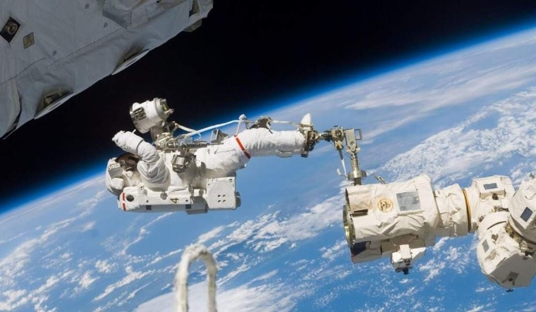 Astronauts--space-spacewalk-during-Expedition-space-nasa