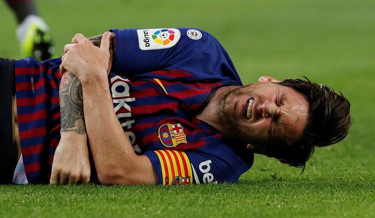 Messi Broken Arm