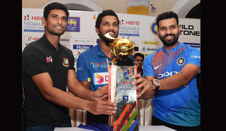 SL Win Toss, Opt to Bowl First