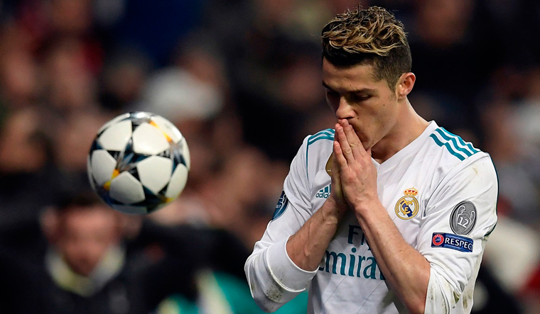 Ronaldo's penalty sees Real Madrid through to Champions League semifinal