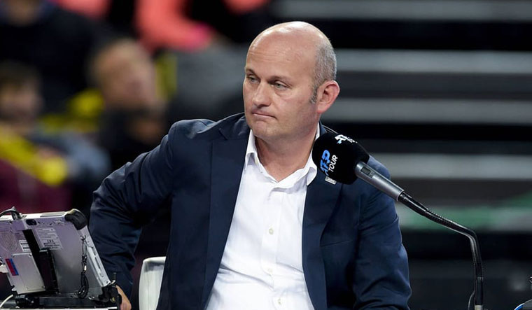 Tennis umpire banned over ball girl comments