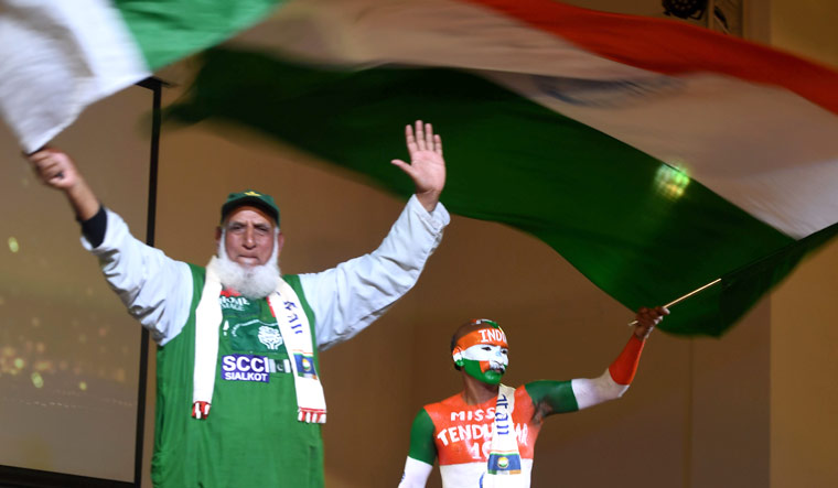 india-pakistan-fans-afp