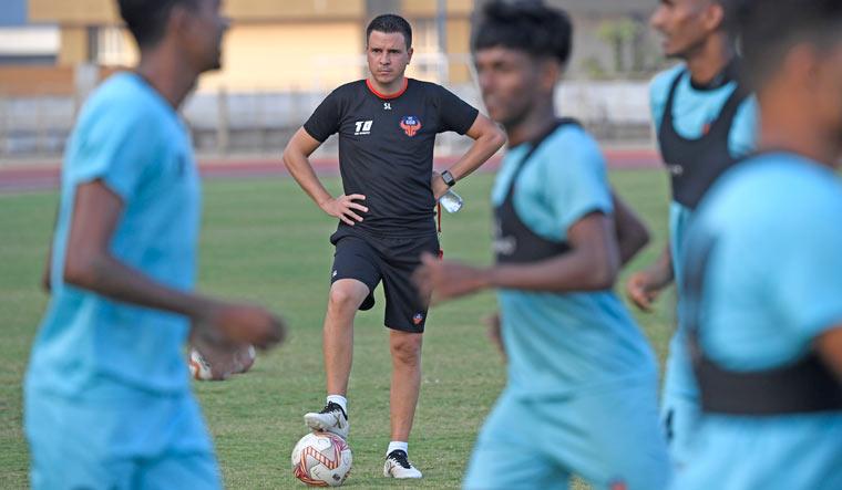 FC-Goa-Coach-Sergio-Lobera-training-amey