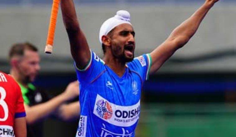 mandeep-singh-india-japan-hockey-twi