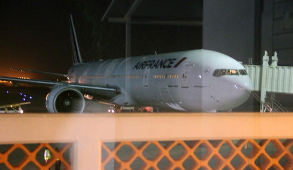 Air-France-landing-bomb