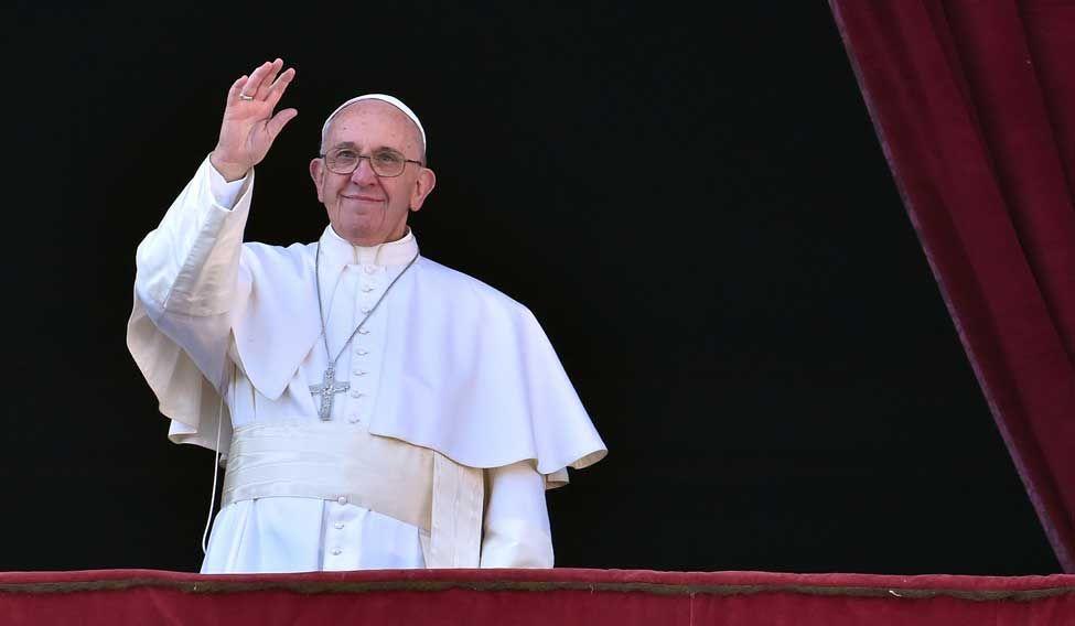 TOPSHOT-VATICAN-POPE-CHRISTMAS-URBI ORBI
