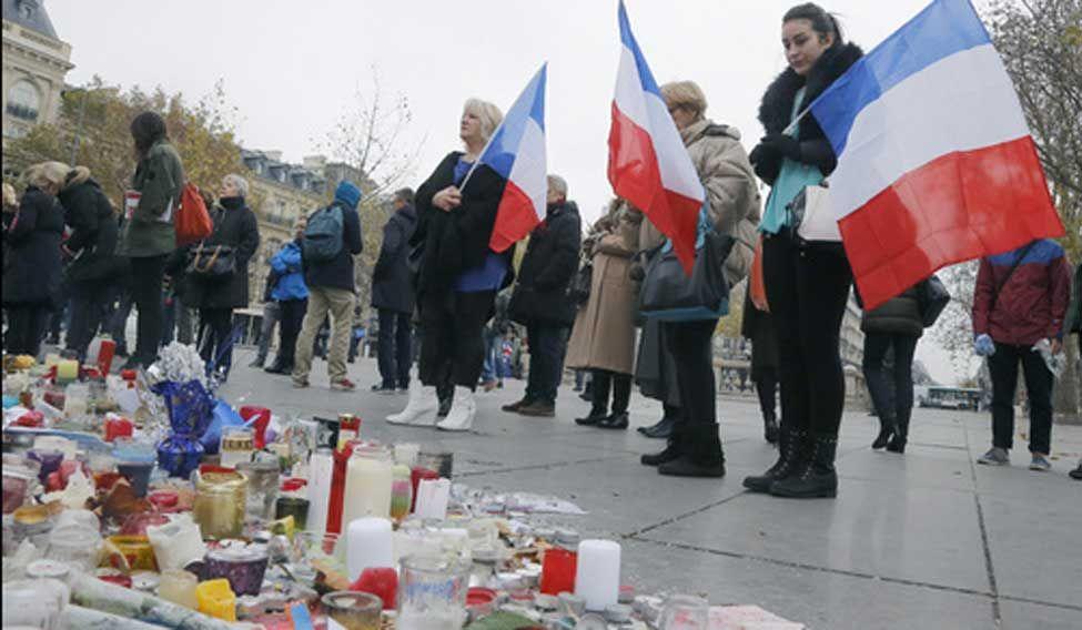 Paris-attack-victims-tribute