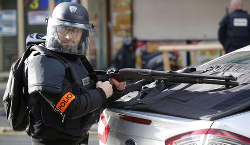 Paris-cops-shoot-dead