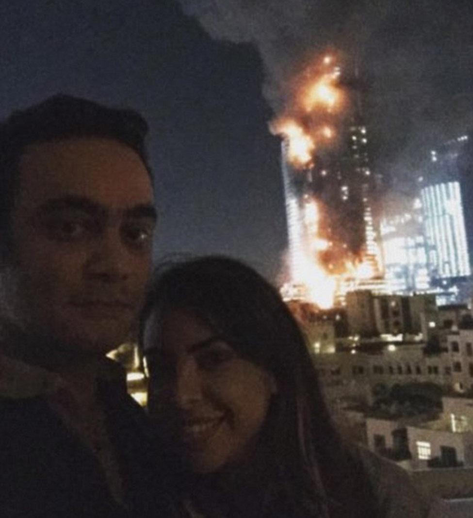 couple-selfie-hotel-fire