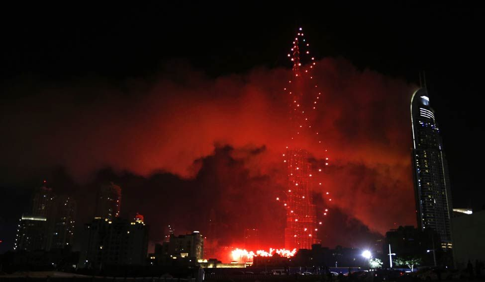 UAE-DUBAI-NEWYEAR-FIRE-CELEBRATION