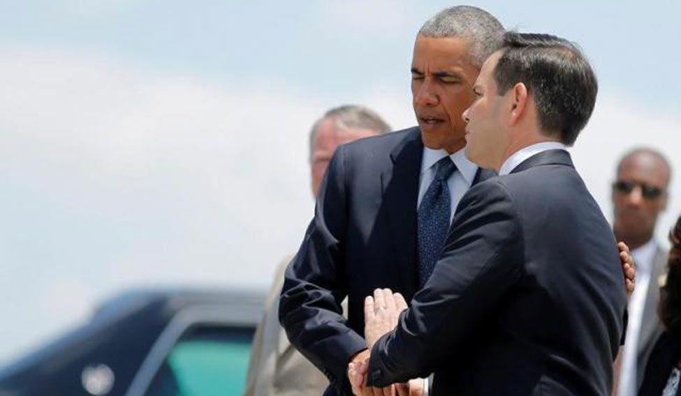 Obama-shakes-hands
