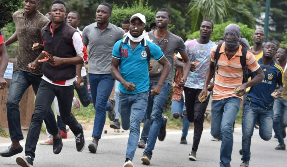 TOPSHOT-ICOAST-UNREST-POLICE-UNIVERSITY-STUDENTS-DEMO