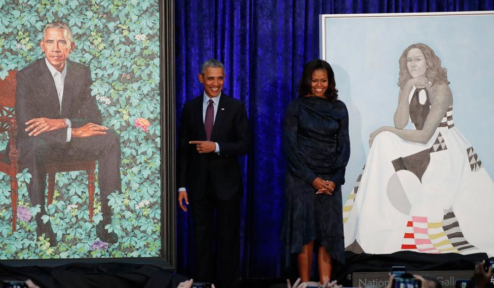 Obama unveils official portraits, jokes about wife's 'hotness'
