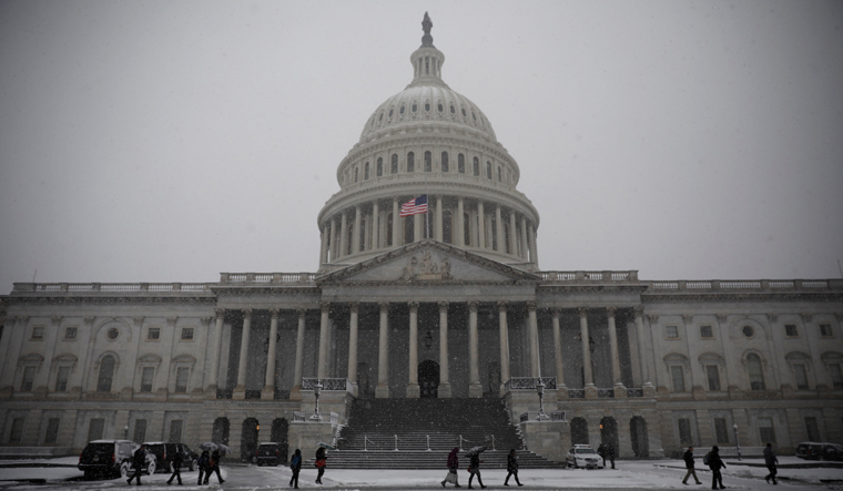 United States  politicians approve huge spending bill to avoid shutdown