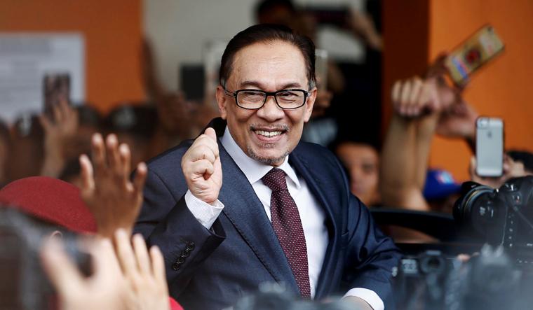 Singapore PM to meet Malaysia's Mahathir on Saturday