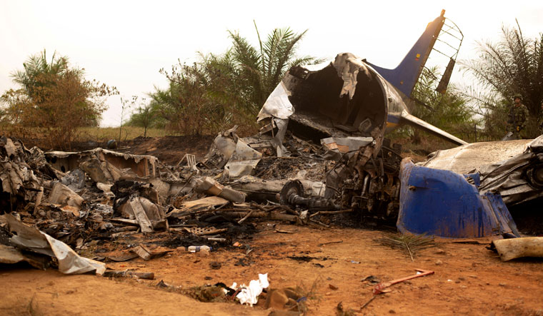 12 die in plane crash in Colombia