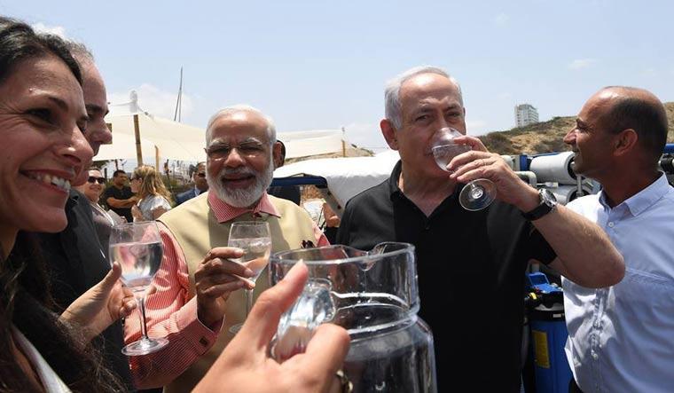 Modi Netanyahu Twitter beach