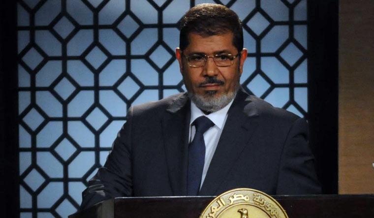 Former Egypt president Mohamed Morsi dies during trial