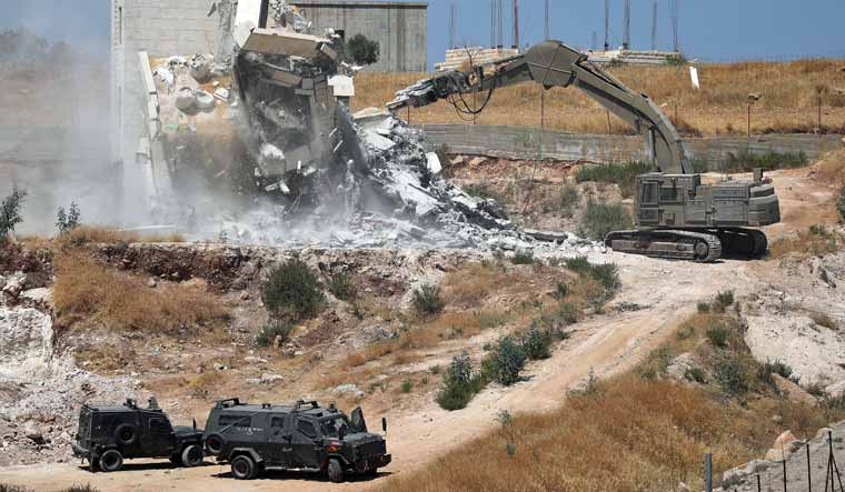 Israel demolishes Palestinian homes in Jerusalem area