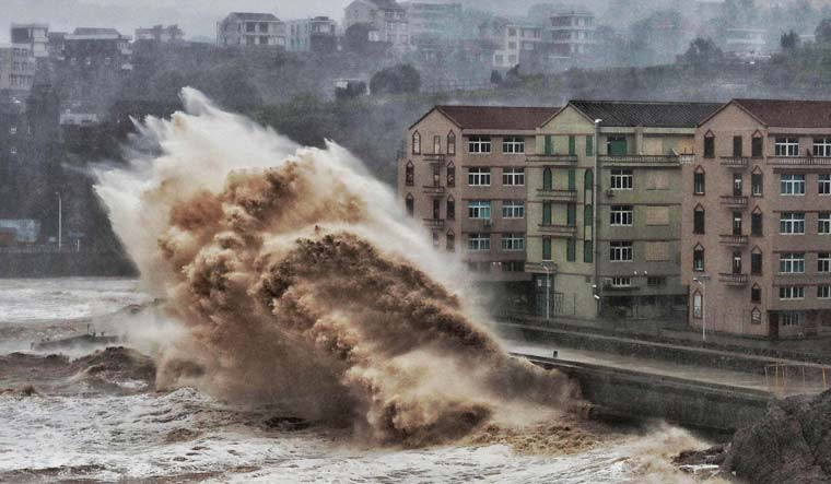 Waves-hit-sea-wall-Taizhou-typhoon-lekima-afp