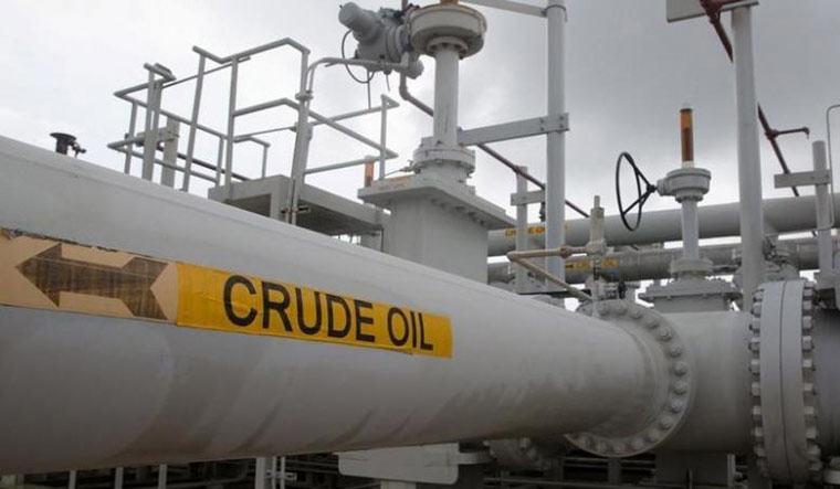 Global oil prices plunge to 2002 low but petrol, diesel rates unchanged in India