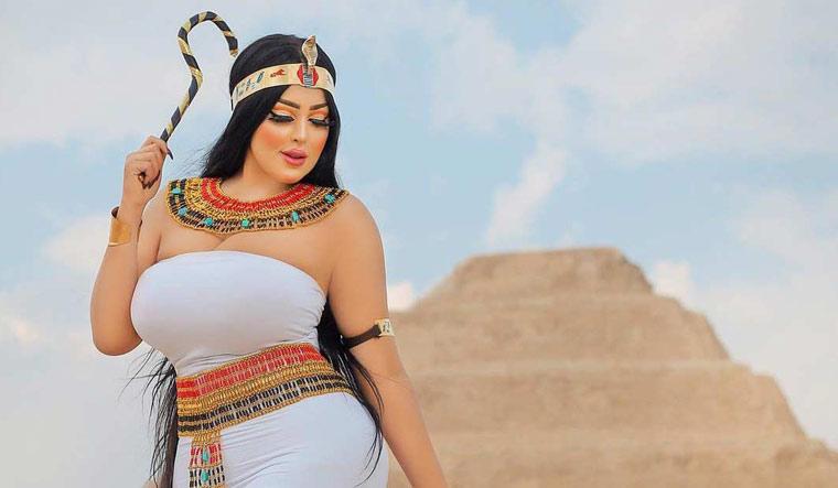 Salma-el-shimy-pyramid-model-instagram