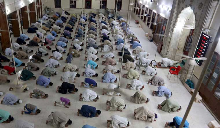 Top Saudi religious body urges Muslims to pray at home for ...