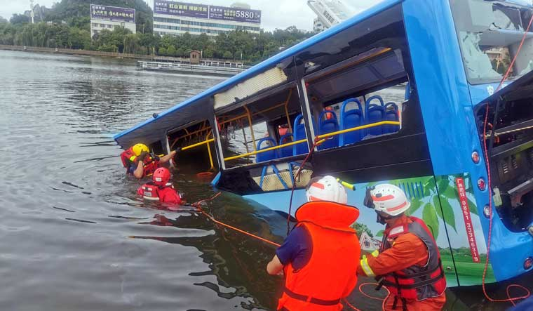 China-bus-crash-lake-Anshun-Guizhou-AP