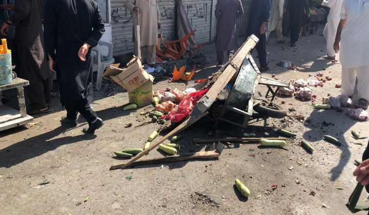 Pakistan-blast-vegetable-cart-twitter