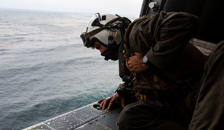US-Marine-search-rescue-missing-craft-Twitter