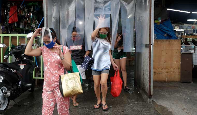philippines-manila-disinfecting-AP