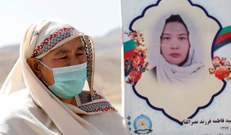 Afghan-woman-mourns-Taliban-talks-Reuters