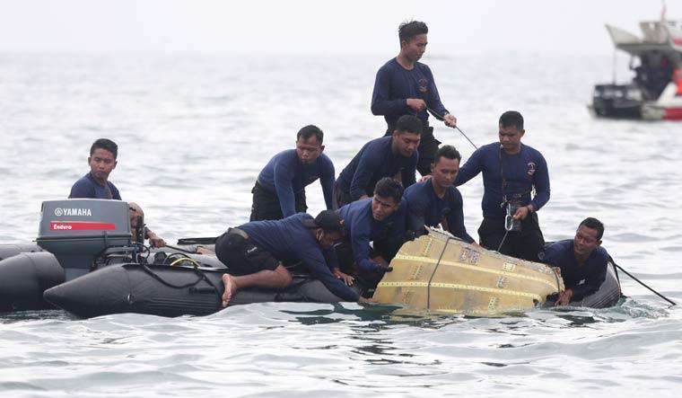 Indonesian-Navy-divers-Sriwijaya-flight-182-ap