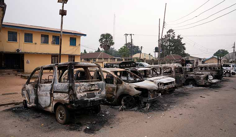 nigeria-prison-break-burned-cars-ap