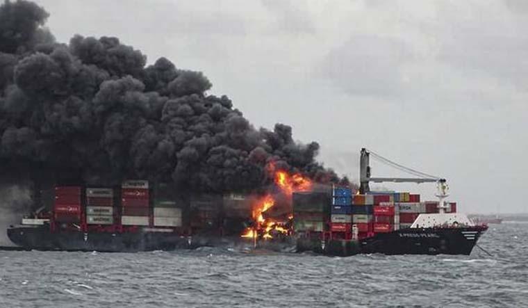 fire-sri-lankan-ship-pti