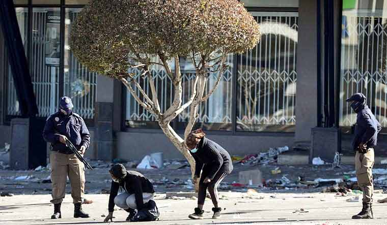 south-africa-police-riot-reuter1s