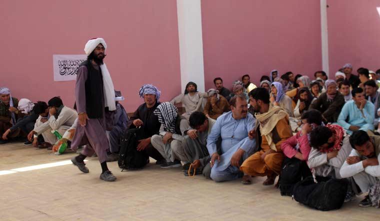taliban-captured-afghan-security-forces-ghazni-ap
