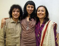 Zakir hussain with daughter Anisa Qureshi and wife, Antonia Minnecola/Photo PTI